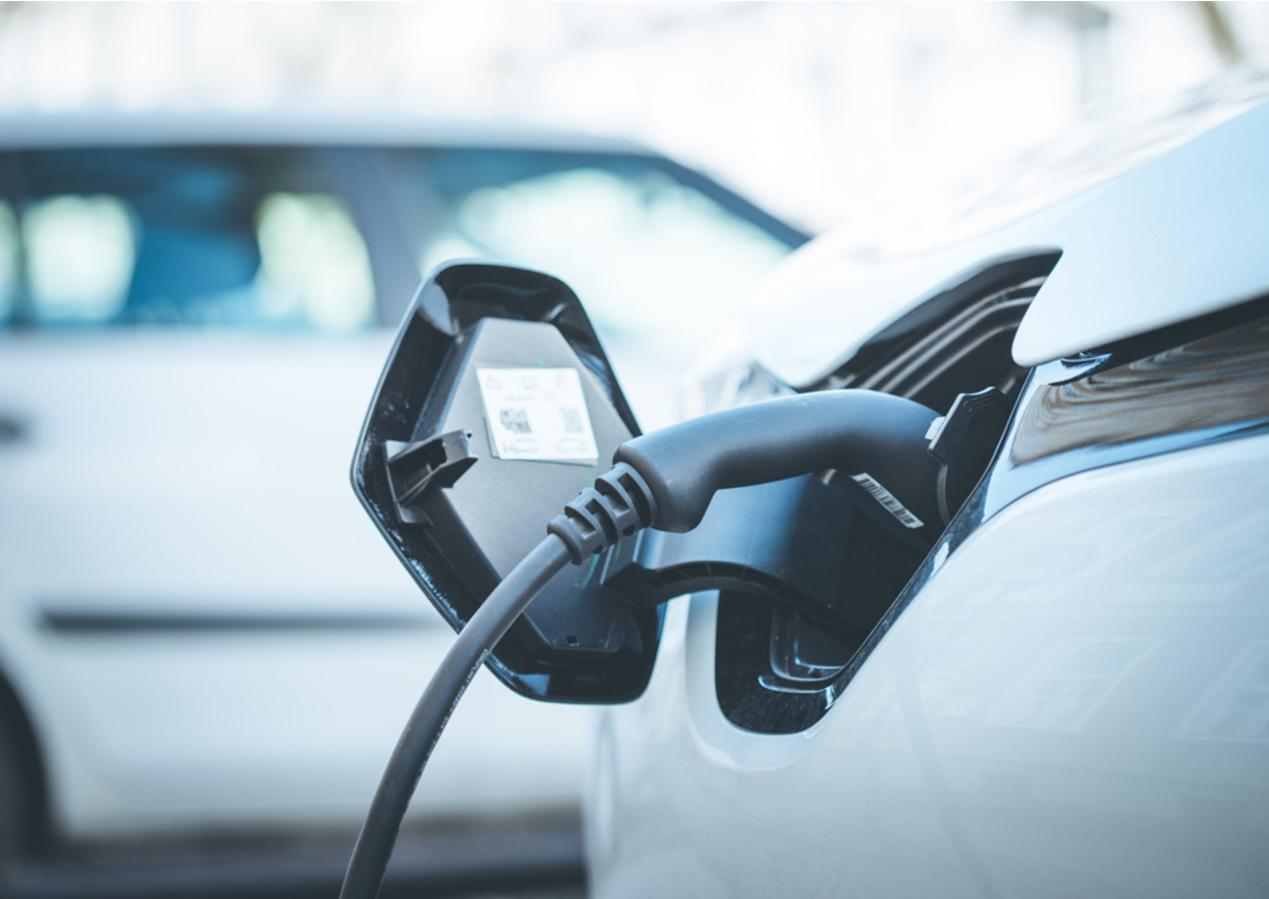 Read more about the article Assicurazione auto elettrica: quanto si risparmia?